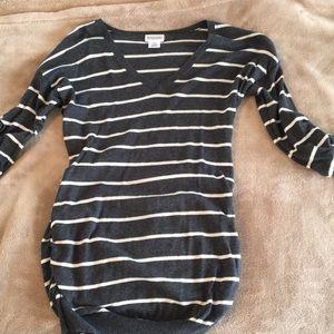 Motherhood maternity v neck sweater small